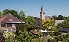 Ophemert, dorpszicht vanaf de Waalbandijk met de Hervormde kerk RM30353 IMG 3509 2018-05-20 12.21.jpg