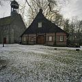 Overzicht voorgevel stiftschuur en op de achtergrond een gedeelte van de kerk - Weerselo - 20382956 - RCE.jpg