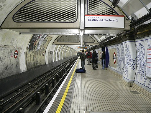Oxford Circus tube station - westbound Central Line platform - 2005-12-10