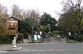P1290676 Paris XIX rue Manin Parc Buttes-Chaumont rwk.jpg