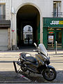 P1300147 Paris XI rue Roquette n22 rwk.jpg