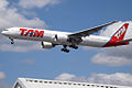 PT-MUA Boeing 777 TAM (14600866849).jpg