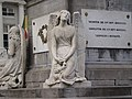 Pairs of angels, sculptures; Martyrs' Square - Place des Martyrs - Martelaarsplaats 4 (4040194494).jpg