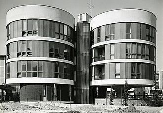 """Angelo Mangiarotti - The """"3 cylinders house"""", Milan, photographed by Paolo Monti in 1970"""