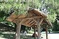 Parc des Buttes-Chaumont, abri en béton 05.jpg