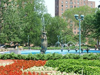 Community boards of the Bronx - Image: Parkchester Oval 722 08