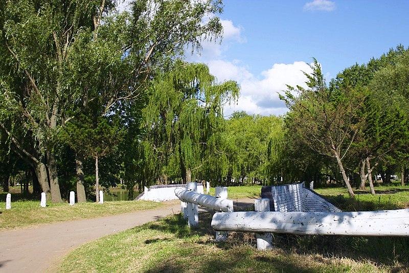 800px Parque Municipal 17 de octubre 1 Am%C3%A9rica %28Argentina%29 Un pequeño paraiso en el interior del pais. Pasen y vean!