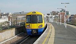 Peckham Rye railway station MMB 16 378150.jpg