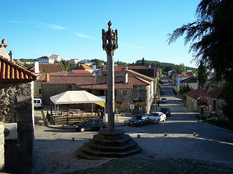 Image:Pelourinho de Penedono 1.jpg