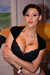 Peta Jensen at AVN Adult Entertainment Expo (25037679753).jpg