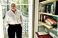 Peter Ackroyd in 2007.jpg