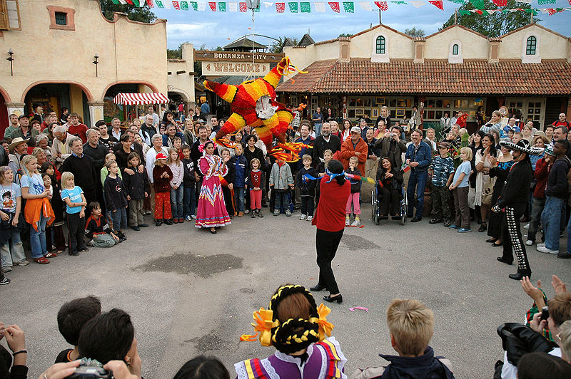 File:Piñata.jpg