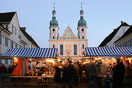 Market on Domplatz in front of the Dom