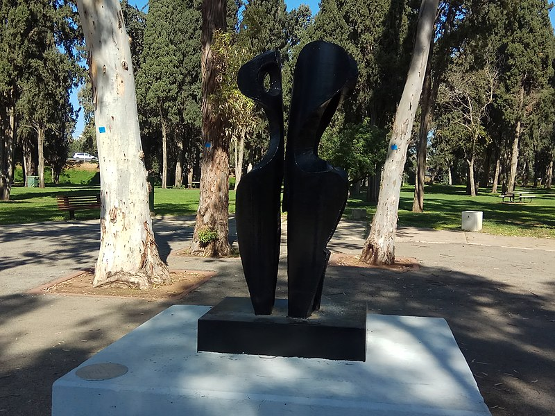 פסל ללא שם בפארק גני יהושע