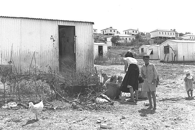 ילדים במעברת הרטוב