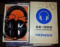 Pioneer SE-305 Stereo Headphones (boxed).jpg