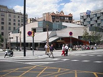 Plaça de Lesseps, Barcelona - Biblioteca Jaume Fuster.