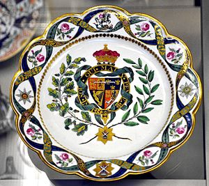Armorial ware - Soft-paste porcelain plate with the coat of arms of the Duke of Clarence, future William IV, 1789, Worcester porcelain, Flight factory, Diameter: 9.7 inches