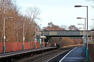Shotton railway station - Image: Platforms and footbridge, Shotton Low Level railway station (geograph 3800335)