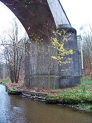 Pod Hamrštejnem, železniční most, andělohorský břeh.jpg