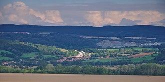 Jabloňany - Image: Pohled na obec od severozápadu, Jabloňany, okres Blansko
