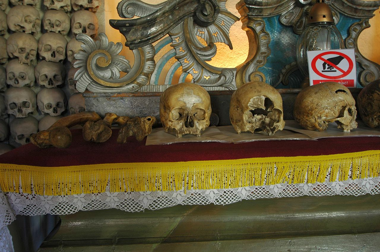 Poland - Czermna - Chapel of Skulls - altar with skulls 02.jpg