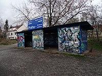 Praha-Strašnice zastávka, přístřešek.jpg