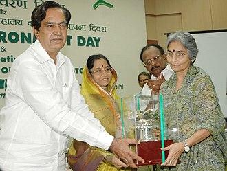 "Amrita Patel - Pratibha Devisingh Patil presenting the ""Indira Gandhi Paryavaran Puraskar-2005"" to Dr. Amrita Patel, Anand, Gujarat, at the 'World Environment Day 2008' and 30th Year of the Foundation of National Museum of Natural History"