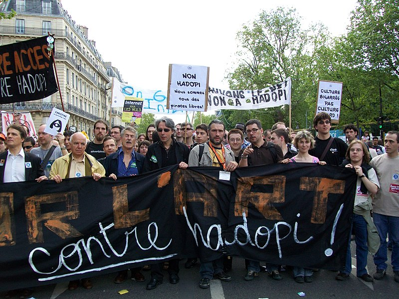 File:Protests agaist Hadopi law in Paris.jpg