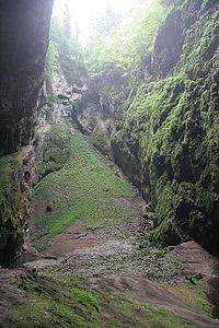 Dno propasti Macocha z Punkevních jeskyní