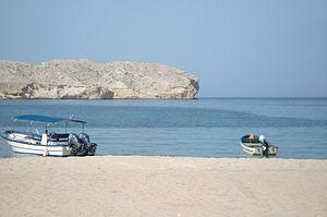 Qantab Beach and small boats.JPG