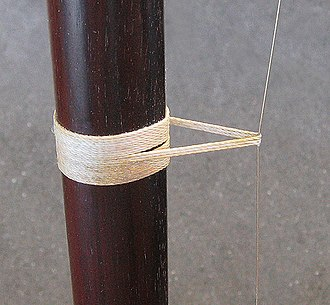 Erhu - Picture showing qianjin, a loop of string which acts as a nut.