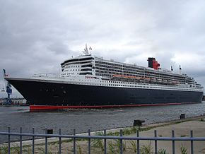 Queen Mary 2 Hamburg.jpg