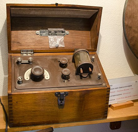 Crystal radio (1915) kept at the Museum of the radio - Monteceneri (Switzerland) Radio Galena Museo della radio 2.jpg