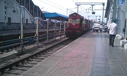 Rajkot Express (17017) arriving at Secunderabad railway station in Hyderabad.jpg