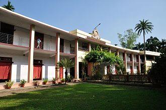 Ramakrishna Mission Vidyalaya, Narendrapur - Senior Section school building
