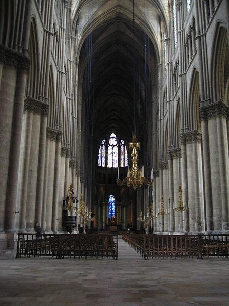 wnętrze katedry w Reims