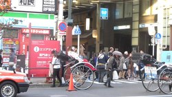 പ്രമാണം:Rickshaws - asakusa - japan - Oct 25 2015.ogv