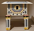 Robert venturi per paul downs cabinetmakers, comodino louis xvi, 1984.jpg