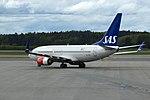 SE-RJS 737 SAS ARN 02.jpg