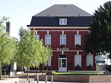 Saint hilaire lez cambrai city hall.jpg