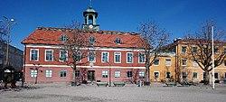 Sala rådhus med kommunhuset till höger.jpg