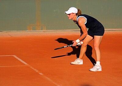 Samantha Stosur impegnata nel match di primo turno del Roland Garros nel 2010 a Parigi