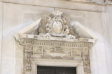 Savona Cathedral pediment.jpg