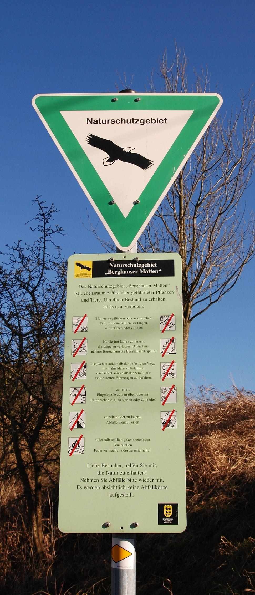Schild eines Naturschutzgebiets
