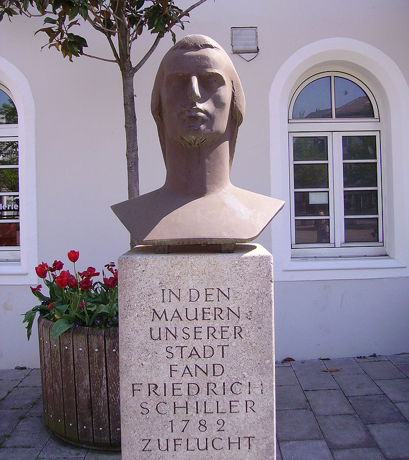 Schillerdenkmal Oggersheim 2.jpg