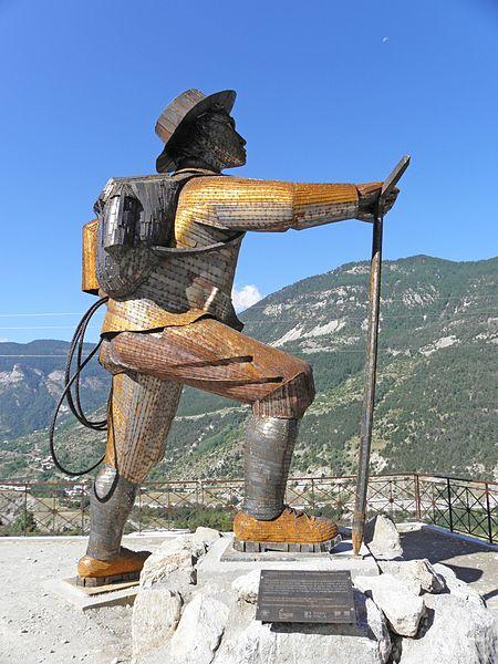 Sculpture de l'alpiniste britannique Edward Whymper (L'Argentière-la-Bessée)