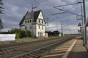 Bahnhof mit dem ehemaligen Empfangsgebäude
