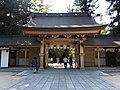 Shimmon Gate of Oyamazumi Shrine from inner side.jpg