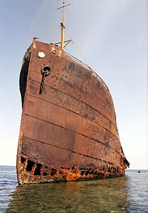 Shipwreck Red Sea - Flickr - Joost J. Bakker IJmuiden.jpg